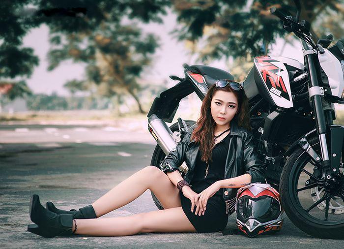 người đẹp Việt bên moto hình 1