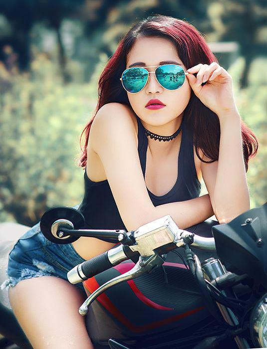 người đẹp Việt bên moto hình 8