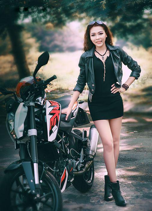 người đẹp Việt bên moto hình 3