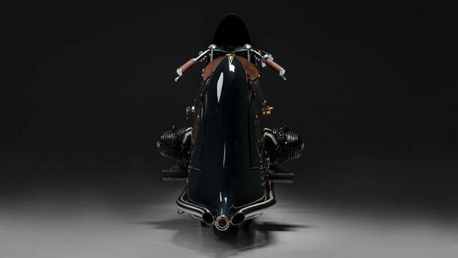 Về hiệu suất, động cơ của BMW R100 RS có dung tích 971cc và cho công suất 72 mã lực. Chiếc mô tô này nặng 179 kg, dài 272 cm và cao 112 cm